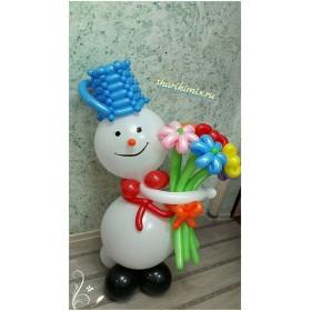 Большой снеговик с цветами